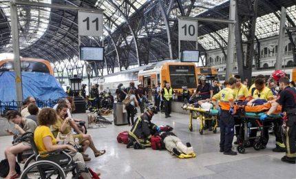 """Barcellona, almeno 48 feriti in incidente ferroviario. """"Abbiamo avuto la sensazione di un terremoto"""""""