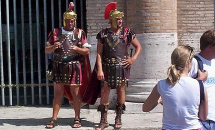 Roma, ordinanza contro i centurioni: multe da 400 euro