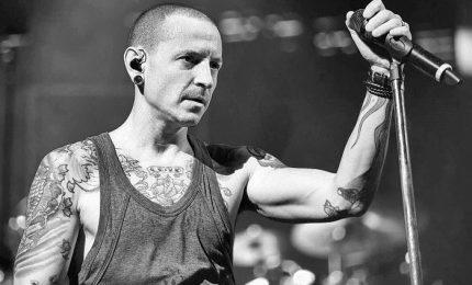 Si spegne la voce dei Linkin Park, Chester Bennington trovato impiccato nella sua abitazione. Lascia 6 figli