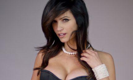 Denise Milani, il seno più bello del mondo