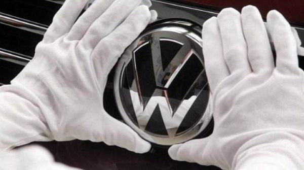 "Bufera sull'industria automobilistica: ""Cavie umane per gas di scarico"". Furia Merkel: ""Test ingiustificabili"""