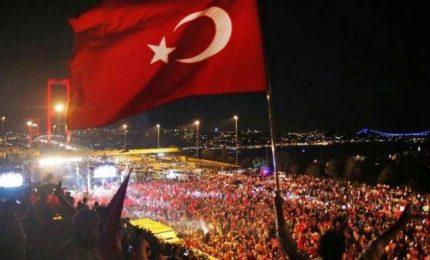 """Erdogan minaccia: """"Tagliare teste ai traditori"""" e """"uniforme"""" per golpisti """"come a Guantanamo"""""""
