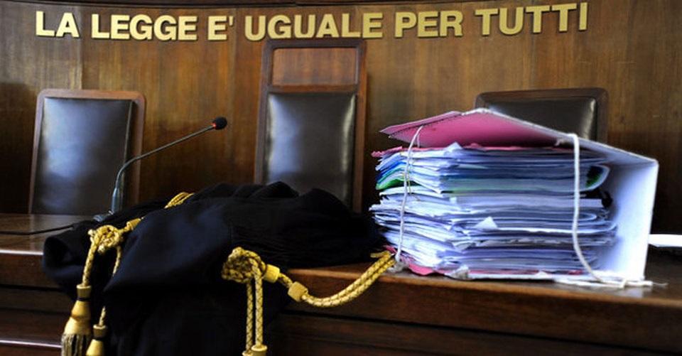 'Il 17 porta male!', imputato si fa cambiare udienza da gup