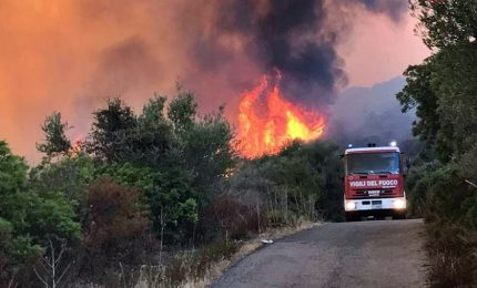 Oltre 500 incendi, evacuate 3 palazzine a Sciacca. Arrestati due piromani a Roma