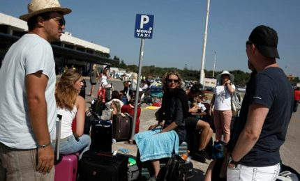 Sisma, i turisti si riversano all'aeroporto di Kos
