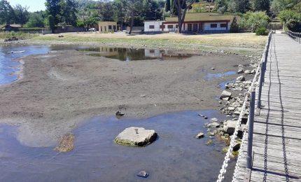 Lago Bracciano all'asciutto e Roma senz'acqua, l'estate romana. Appello sui Social: sta morendo