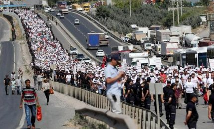 La marcia anti Erdogan lunga 450 km arriva ad Istanbul. E' partita da Ankara il 14 giugno
