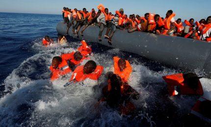 Affonda gommone a largo Libia, morti 50 migranti