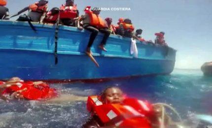 """""""Stai calma!"""", il drammatico salvataggio dei migranti"""