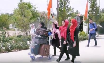 """Sì al visto Usa per le ragazze afgane esperte di robot: """"Vogliamo portare messaggio di pace"""""""