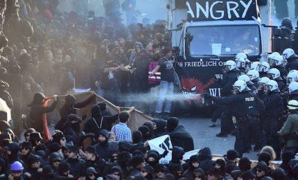 Amburgo, scontri durante proteste contro G20