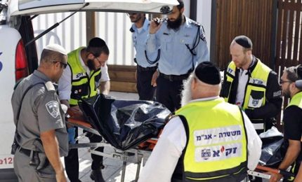 Attentato terroristico a Gerusalemme, morti due agenti. Abu Mazen chiama Netanyahu