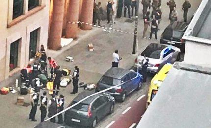 A Bruxelles torna terrore: somalo aggredisce soldati, ucciso