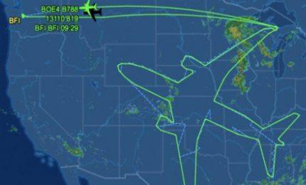 Boeing 787 disegna un gigantesco aereo nei cieli
