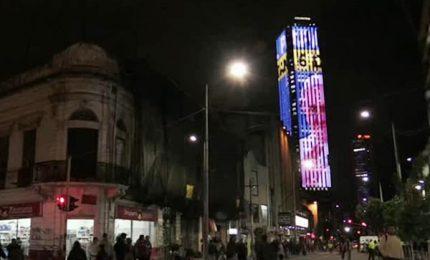 Colombia, l'immagine del Papa su grattacielo