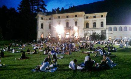 """Fino al 14 agosto torna la rassegna sul vino """"Calici di stelle"""". Le iniziative"""