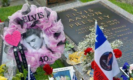 In migliaia a Memphis per ricordare Elvis a 40 anni dalla morte. Fan provenienti da tutto il mondo