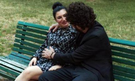 Giusy Ferreri col pancione nel video insieme a Zampaglione