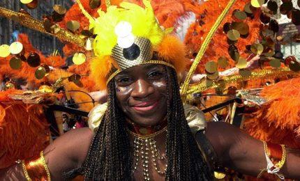 Londra, esplode il carnevale Notting Hill, migliaia in strada