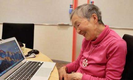 La nuova vita dell'82enne Masako, da piccola usava l'abaco ora sviluppa app