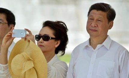 Xi Jinping accanto a Mao per guidare la Cina a vita. Suo nome iscritto su costituzione