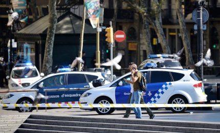 Barcellona, morti tutti i terroristi. In fuga un solo sospettato