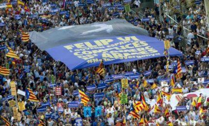 Barcellona: muore tedesca ferita, ora 16 i morti. Paese in piazza contro terrorismo