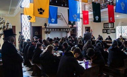 A scuola di magia con 700 euro. I giovani vivono come Harry Potter