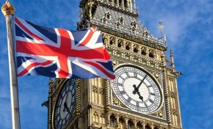 Banche, carte credito, commercio, tabacco e farmaci: la Brexit fa tremare il Regno Unito