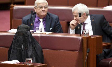In burqa nel parlamento australiano la deputata di destra Hanson