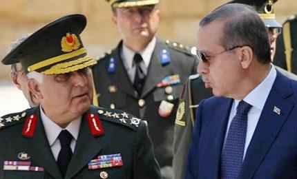Turchia, Erdogan fa piazza pulita: sostituiti i vertici delle forze di terra, cielo e mare