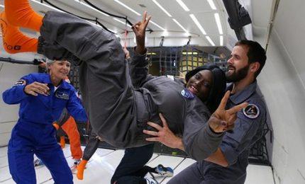 """Otto giovani disabili provano il volo """"senza peso"""" grazie all'Esa"""