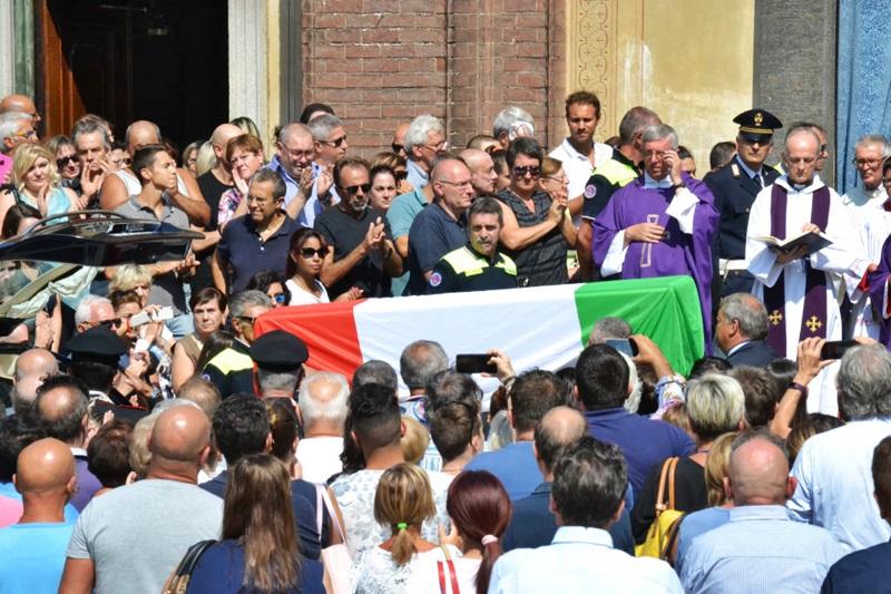L'addio di Legnano a Bruno Gulotta: applausi e fiori