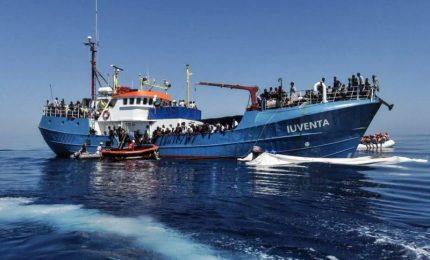 Migranti, stretta sulle navi delle Ong: fermata la Iuventa