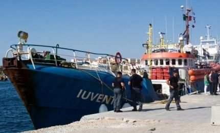 La Iuventa della ong tedesca attracca al porto di Trapani