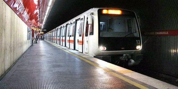 Roma, uomo muore travolto dalla metropolitana: interrotta la linea A