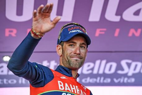Dennis prima maglia rossa alla Vuelta