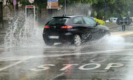 Protezione civile, dalle 22 allerta meteo Gialla su Napoli e Isole