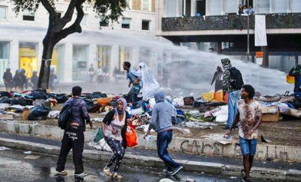 Protesta migranti a Roma, sgomberata piazza