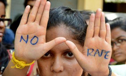 """A 10 anni stuprata da """"zio"""", giudici indiani vietano aborto"""