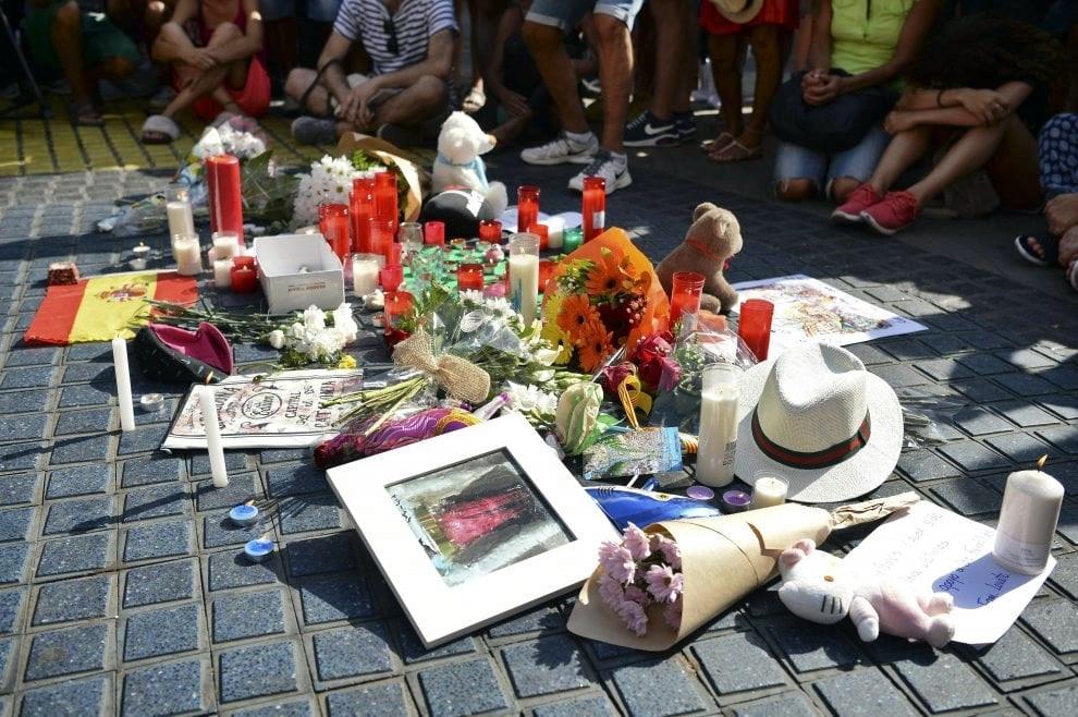 Barcellona, la caccia al killer della Rambla si estende in tutta Europa
