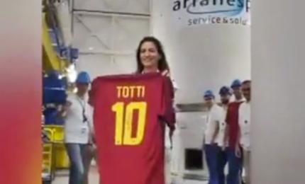 La maglia numero 10 di Totti lanciata nello Spazio