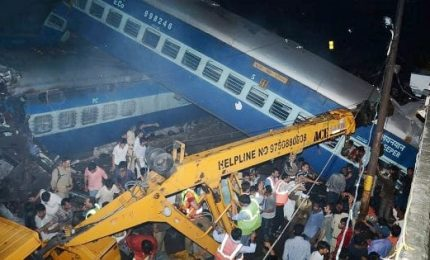 Incidente ferroviario in India, almeno 21 morti e circa 100 feriti