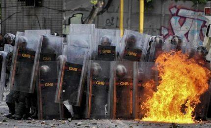 Venezuela, arrestati altri leader dell'opposizione. L'Ue condanna il presidente venezuelano