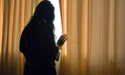 Stalking e abusi su studentessa, docente ai domiciliari