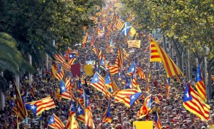 Barcellona, separatisti in marcia per referendum
