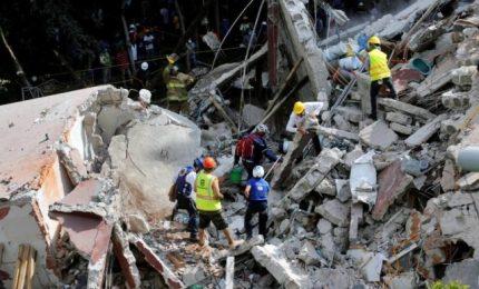 Messico: disperate ricerche tra macerie, più di 245 morti