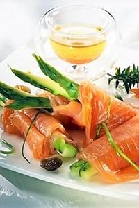 Involtini di salmone e asparagi al brandy