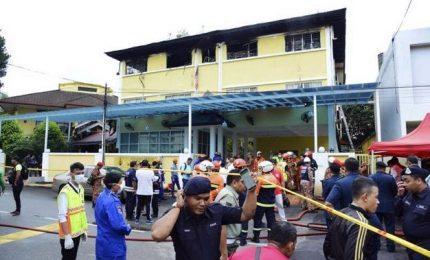 Malaysia, incendio in una scuola islamica: 24 morti, 22 sono bambini