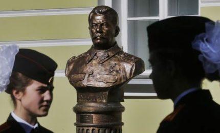 A Mosca spunta il nuovo busto Stalin, è polemica